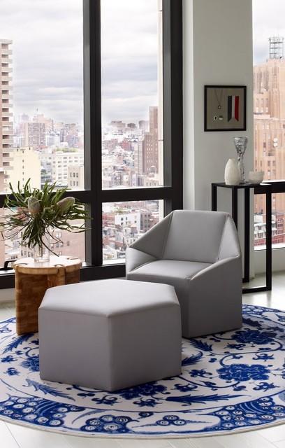 Warren Apartment modern-family-room