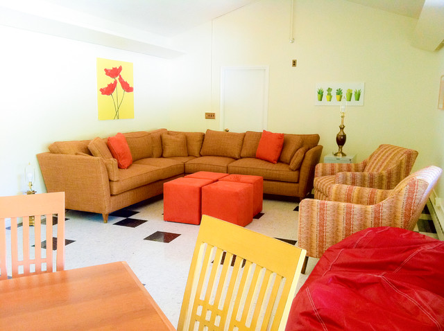 Decorating Ideas > Welcoming Colors And Furnishings To Make Students Feel At  ~ 005315_Eclectic Dorm Room Ideas