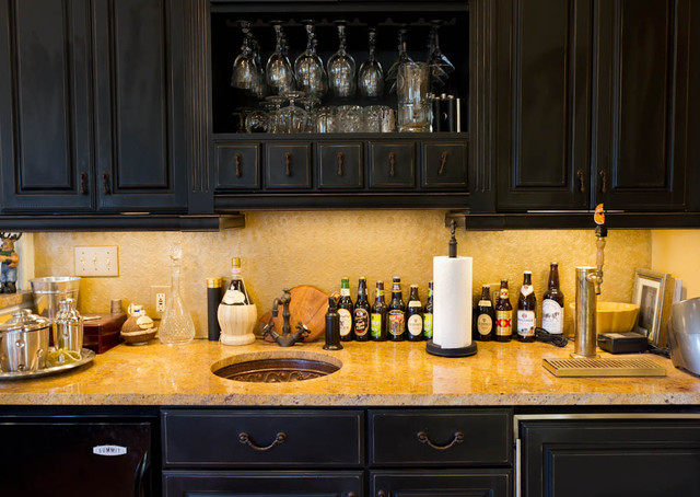 Wet Bar traditional family room