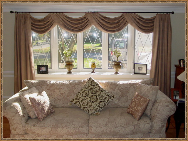 Window Designs traditional-family-room