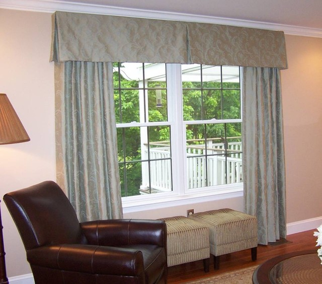 Window Treatment traditional-family-room