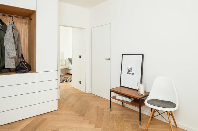 Eingangsbereich Mit Garderobe Skandinavisch Flur