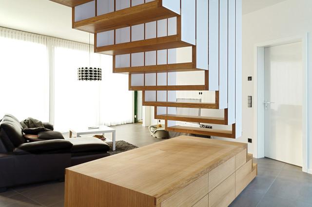 h ngende treppe modern flur sonstige von byrnstr m m belbau. Black Bedroom Furniture Sets. Home Design Ideas