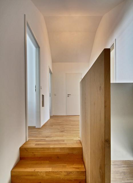 Haus m treppe modern flur stuttgart von herzog for Modern flur einrichten