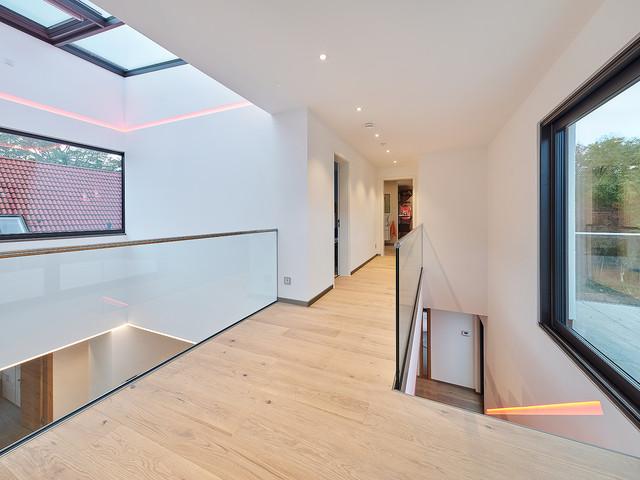 LUXHAUS Musterhaus Bad Vilbel/Frankfurt/M - Modern - Flur ...