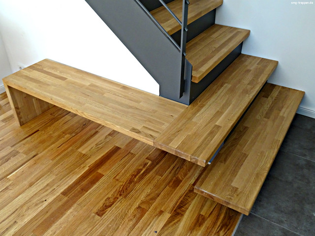 moderne treppe aus stahl holz mit kleiner bank modern. Black Bedroom Furniture Sets. Home Design Ideas