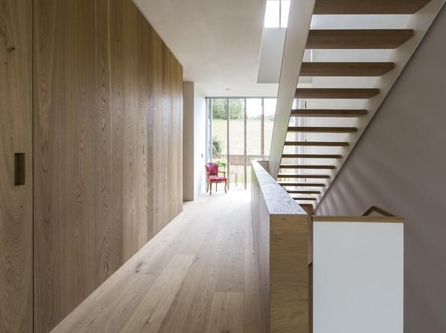 Privathaus Bayern   Boden, Möbel Und Wandverkleidung Aus Eiche Modern Flur