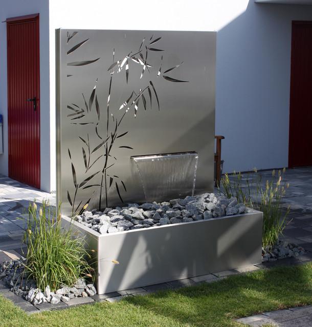 eindr cke metall und wasser im garten. Black Bedroom Furniture Sets. Home Design Ideas