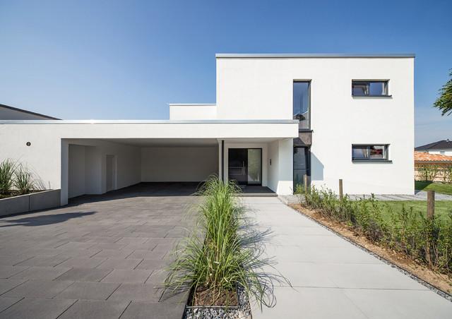 Moderne einfahrten einfamilienhaus  Einfamilienhaus Marina Bortfeld - Minimalistisch - Garten ...