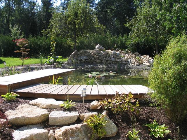 G rten mit teich for Gartengestaltung rustikal