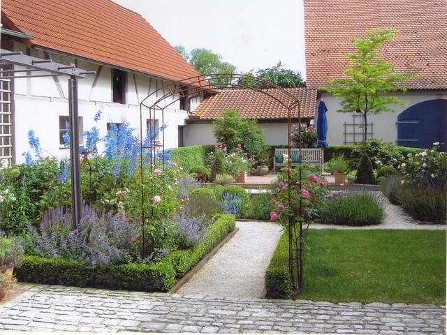 Gartenhof in burgwindheim landhausstil garten for Gartengestaltung landhausstil