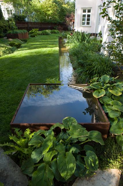 Moderner Teich mit Wasserlauf - Modern - Garten - Berlin - von ...