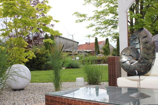 moderner weitl ufiger landhausgarten. Black Bedroom Furniture Sets. Home Design Ideas