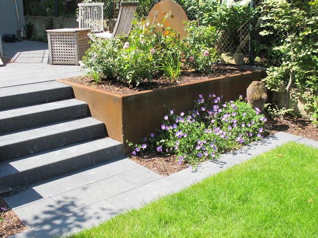 Cortenstahl Garten privatgarten mit cortenstahl