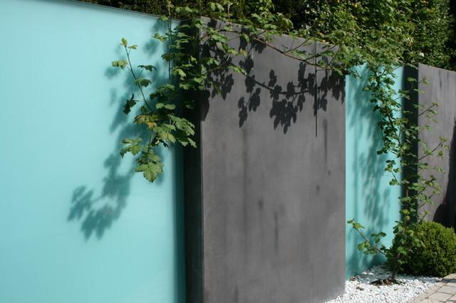Sichtschutz Beton und Glas - Klassisch - Garten - Frankfurt am Main ...