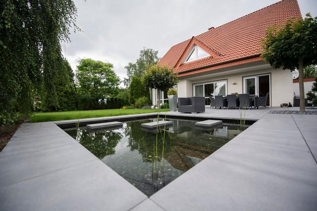 stylische lounge mit wasserbecken. Black Bedroom Furniture Sets. Home Design Ideas