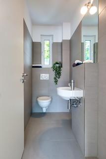 Gästetoilette & Gäste-WC mit beigefarbenen Fliesen: Ideen ...