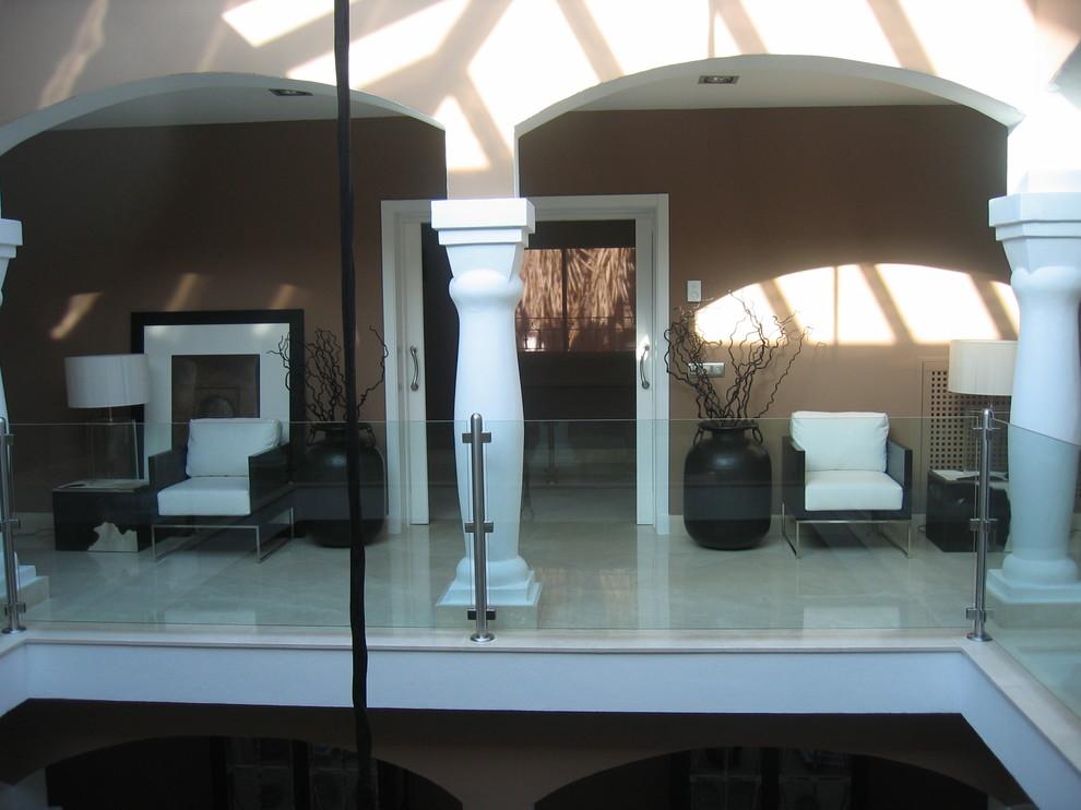 Diseño de galería clásica renovada, grande, sin chimenea
