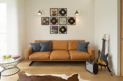 quelle est la marque de ce canape cuir merci. Black Bedroom Furniture Sets. Home Design Ideas