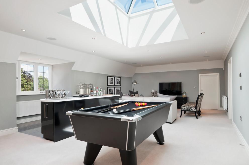 Family room - contemporary family room idea in Berkshire