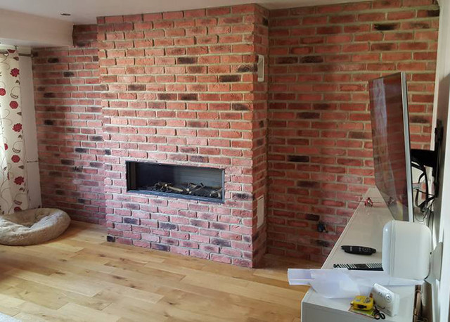 Brick Slips In Living Room Traditional Family Games