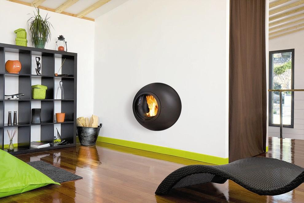 Family room - contemporary family room idea in Devon