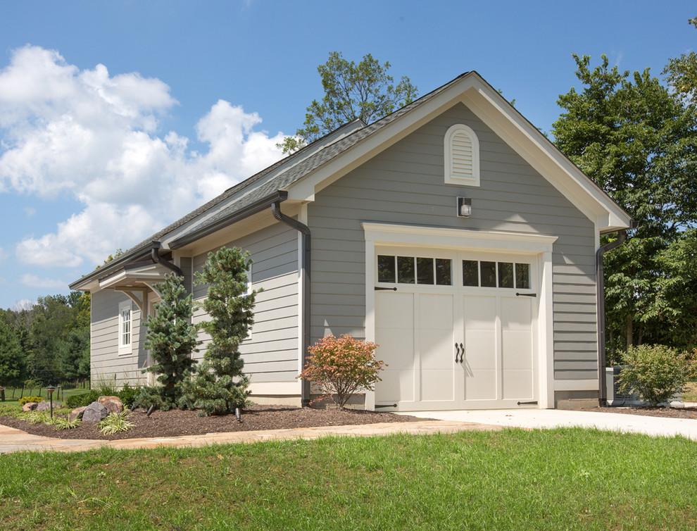 Garage - traditional one-car garage idea in Columbus