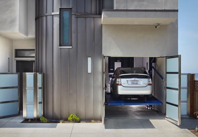 Example Of A Trendy One Car Garage Design In Santa Barbara