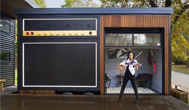 Houzz Tour: Rock Musician's Tiny House Wakes Up the Neighborhood