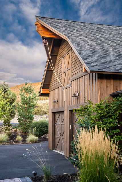 Brasada Ranch Home Barn Style Garage With Rope Pully