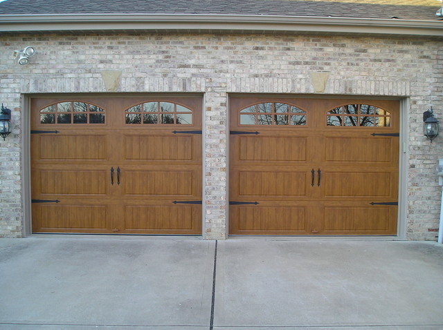 Clopay gallery door medium oak color for Clopay garage door colors