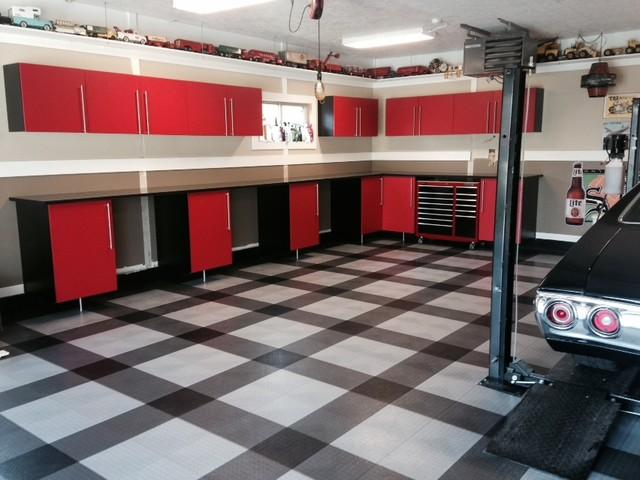 Cool racedeck garage floor design in home garage garage for Cool garage floors