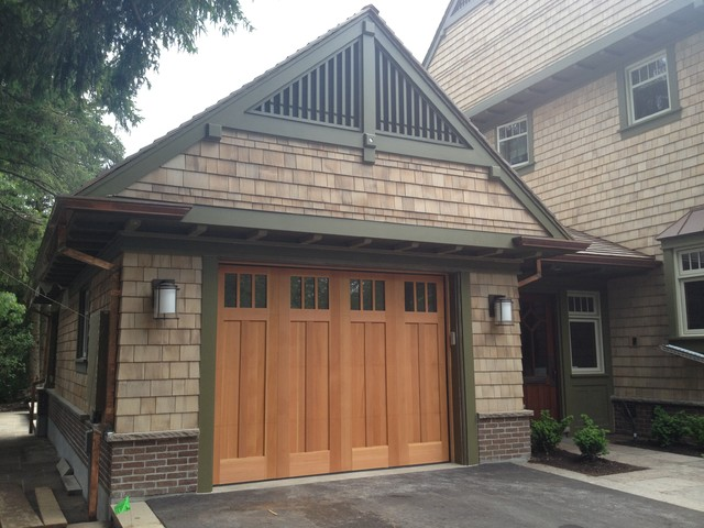 Custom carriage house garage doors craftsman garage for Craftsman style garage lights