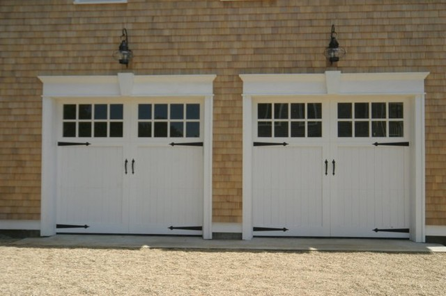Garage Doors traditional-garage-doors-and-openers