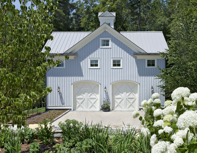 Guest House Head On farmhouse-garage-and-shed