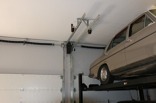 High Lifted Wood Free Overhead Garage Doors With Car Lift