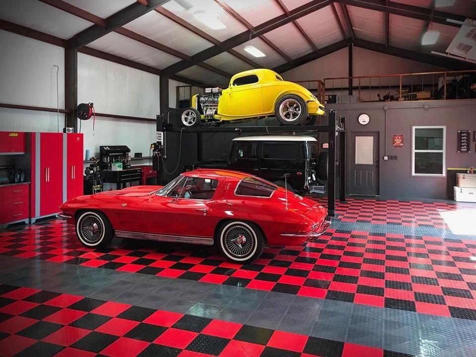 Large detached four-car garage photo in Dallas