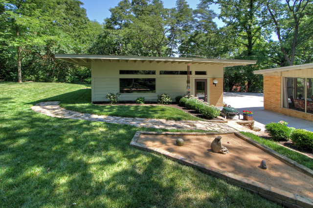 Modern detached garage midcentury garage st louis for Building a detached garage on a slope
