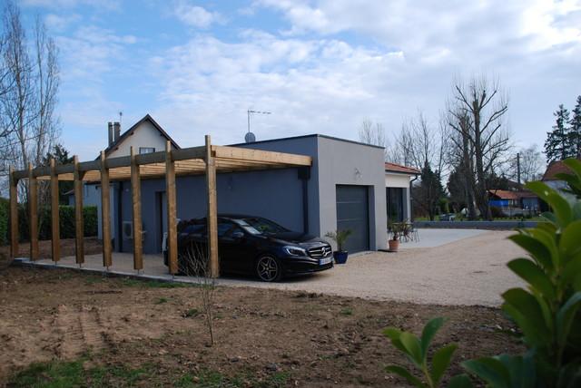 pergola en bois massif addoss e au garage toit plat v g talis contemporain garage lyon. Black Bedroom Furniture Sets. Home Design Ideas