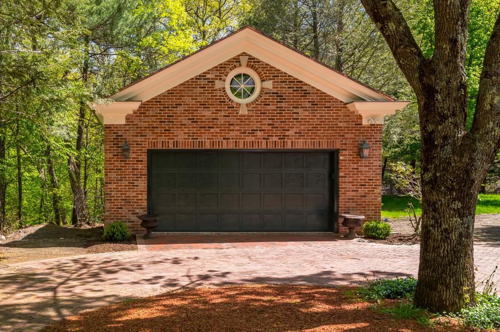 Ispirazione per un garage per due auto indipendente tradizionale di medie dimensioni