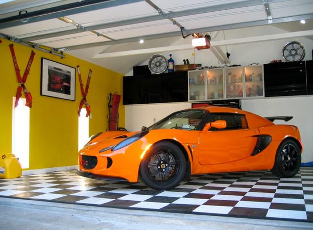 Racedeck garage flooring lotus garage contemporain for Garage lotus