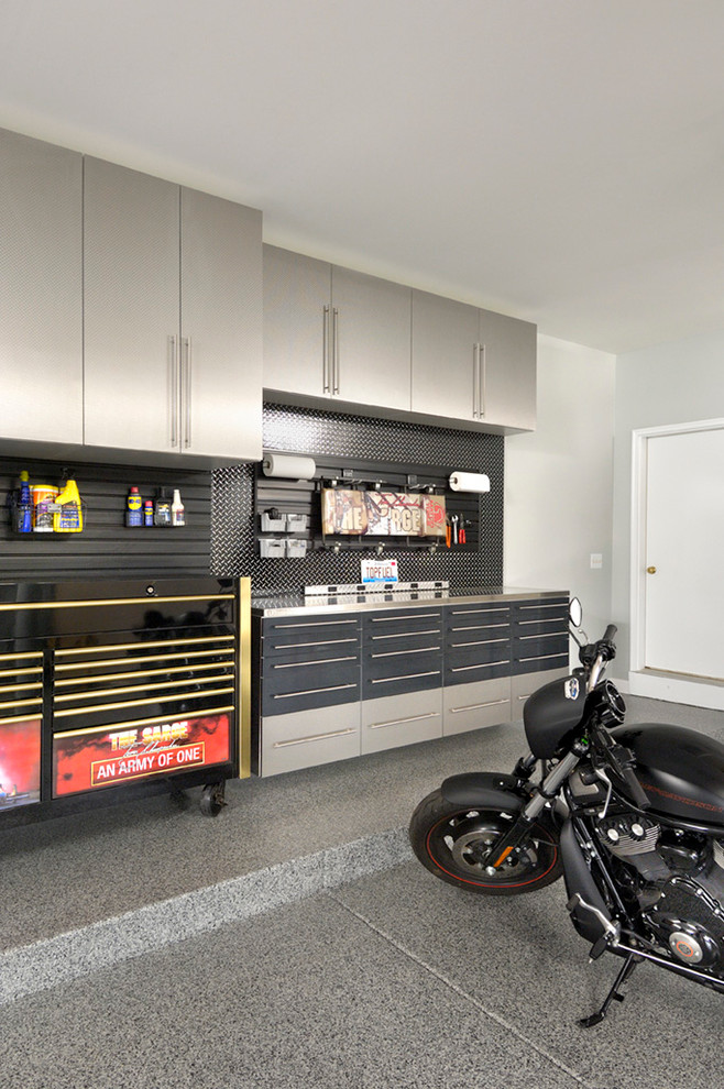 Example of a trendy garage workshop design in Chicago