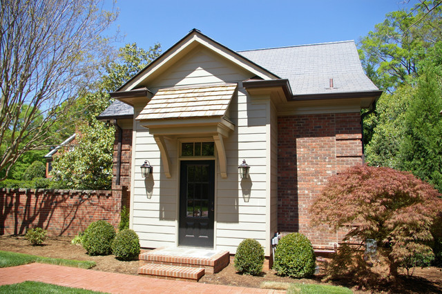 Screen porch detached garage addition traditional for Detached sunroom