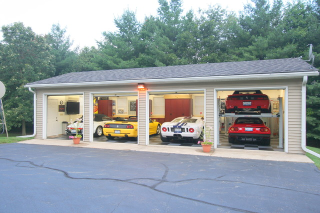 Show Garage - Traditional - Garage And Shed - chicago - by Harmony Design Incorporated