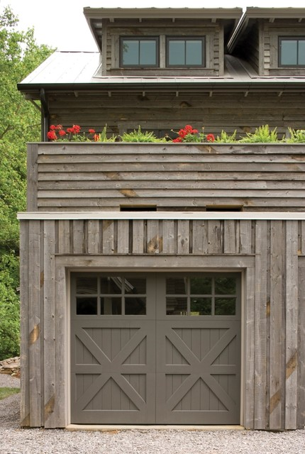 Southern living rustic farmhouse farmhouse garage for Farmhouse garage doors