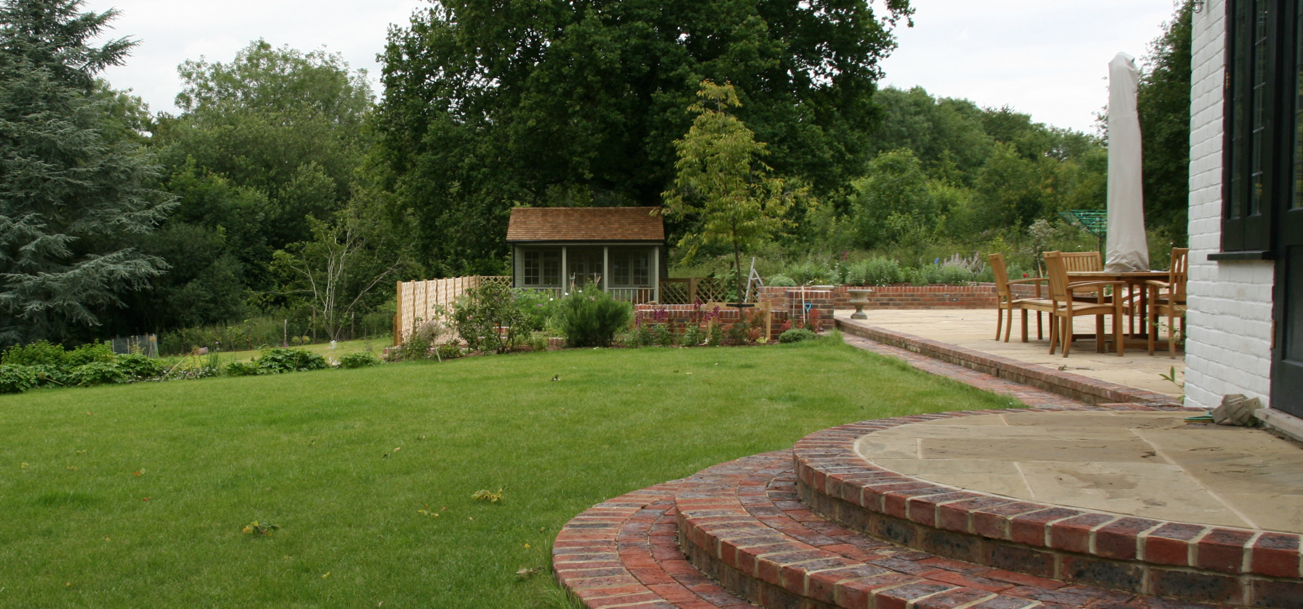 A Family Garden at One With Nature