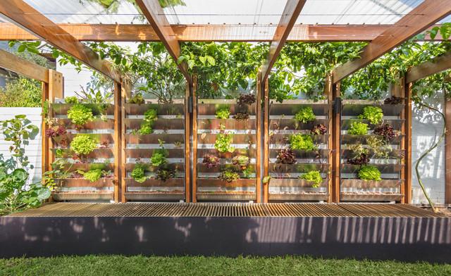 Aqua Perma Solar Firma Vertical Lettuce Garden