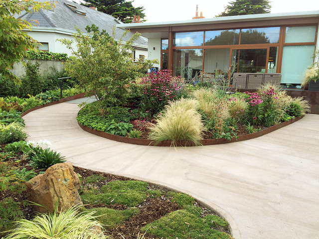 Back garden planting with large boulder - Beach Style ... on Nautical Backyard Ideas id=58999