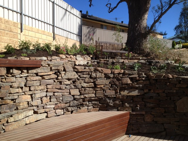 Bluestone retaining walls modern garden adelaide for Retaining wall contractors adelaide
