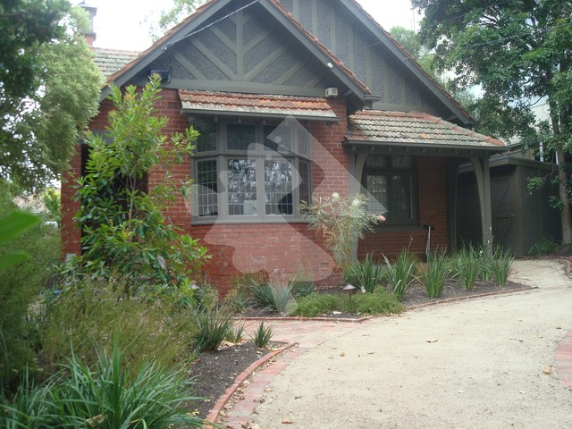 Burns street residential garden traditional landscape for Residential landscape architects melbourne